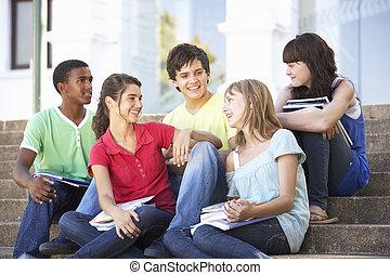 adolescente, grupo, sentar, faculdade, passos, amigos