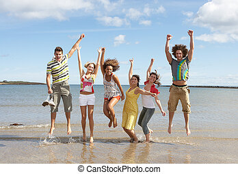 adolescente, gruppo, amici, insieme, aria, saltare, divertimento, spiaggia, detenere