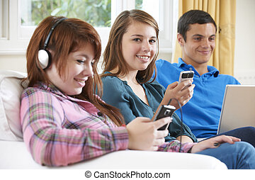 adolescente, gruppo, tecnologia, casa, godere, amici