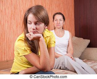 adolescente, hija, y, madre, después, pelea