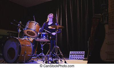 adolescente, interrupción, actuar, -, abajo, percusión, tambor, música, gallardo, roca, niña, apasionado
