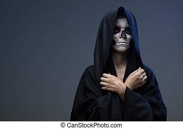 adolescente, maquillaje, cerrado, cráneo, manos