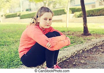 adolescente, menina, triste, deprimido, ao ar livre