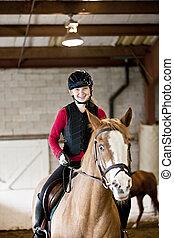 adolescente, montando, menina, cavalo