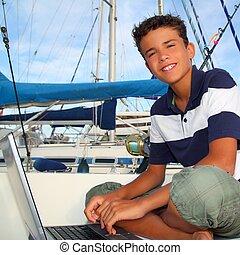 adolescente niño, computador portatil, asiento, computadora, puerto deportivo, barco