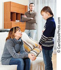 adolescente, pai, gritar, filho, mãe