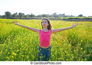 adolescente, pradera, primavera, brazos, niña, abierto, feliz