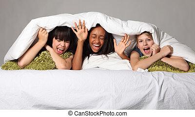 adolescente, risata, ilare, festa, divertimento, sonno
