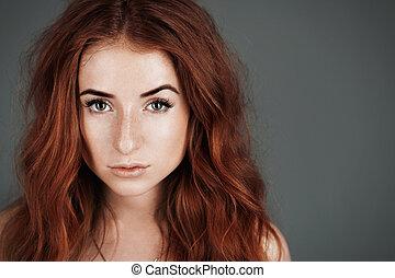 adolescente, rosso-dai capelli, freckles, capelli, luminoso, grigio, portrait., fondo, ragazza, rosso, studio.
