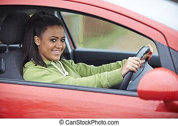 adolescente, sentando, car, motorista, qualificado, recentemente, menina