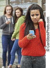 adolescente, ser, mensaje de texto, intimidado, niña