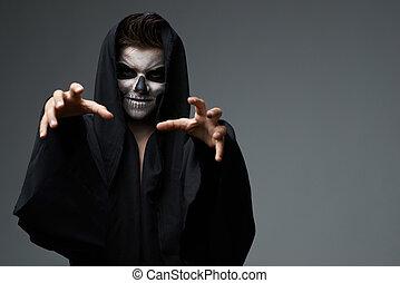 adolescente, wants, cráneo, maquillaje, capa, agarrar