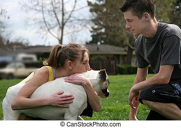 adolescentes, com, um, cão