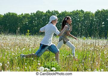 adolescentes, corridas, em, prado