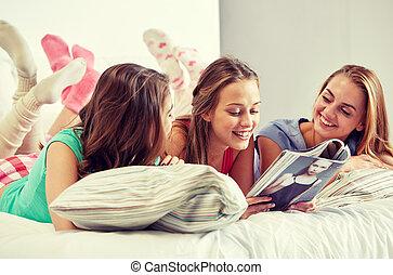 adolescentes, magazine, maison, lecture, amis, ou