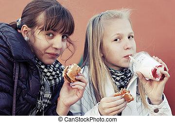 Amis conflit entre photographie de stock rechercher for Que manger entre amis
