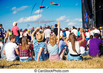 adolescentes, verano, música, fiesta, sentado, delante de, etapa