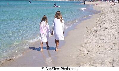 adorable, amusement, petites filles, avoir, plage