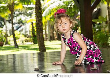 adorable, nature, il, bébé, girl, petit enfant, amour été, vert, usage, parenting, ou, concept, arrière-plan.
