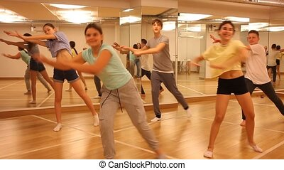 ados, pratiquer, danse, groupe, nouveau, cinq, studio, danse