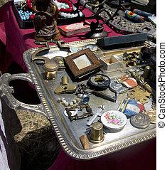 adskillige, antikviteterne, hos, en, loppe markedsfør