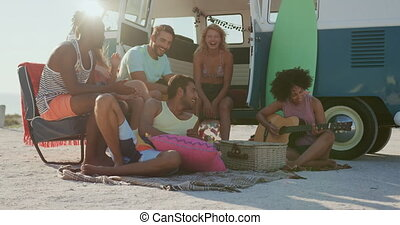 adulte, amis, séance, fourgon campeur, 4k, jeune, plage
