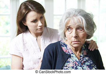 adulte, fille, consoler, personne agee, mère, chez soi