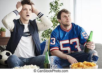 Adulti, osservare, uomini, giovane, due, gioco, calcio