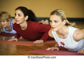 adulto, fêmeas, em, ioga, class.
