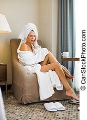 adulto jovem, mulher, bonito, hotel, paleto