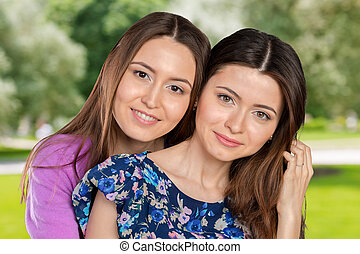 adulto jovem, raça misturada, sisters/, amigos, retrato