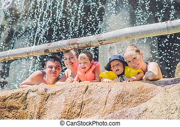 adultos, feliz, parque, crianças, água