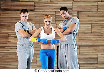 adultos jóvenes, grupo, en, club de la aptitud