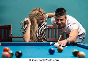 adultos, jogando pool, jovem