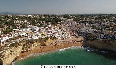 aerial., flug, oben, der, sandstrand, stadt, von, carvoeiro., portugal.