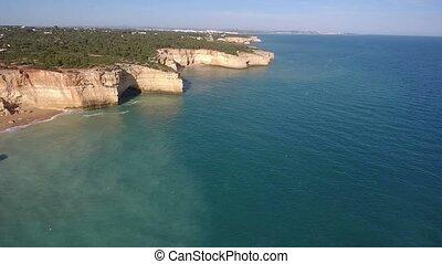 aerial., schießen, a, video, von, der, himmelsgewölbe, mit, der, drohnen, von, a, portugiesisch, sandstrand, benagil., portugal
