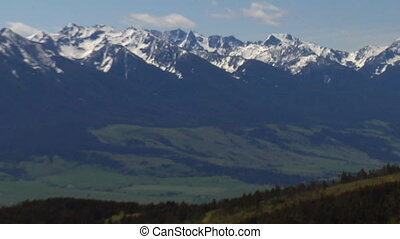Aerial shot of Paradise Valley Montana, zoom out