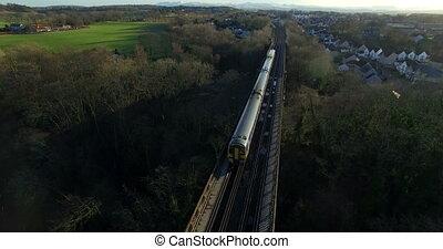 aerial:, trein, op, vooruit, spoorbrug