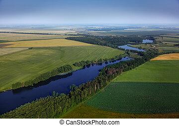aerial udsigt, above, den, grønne, felter, og, flod