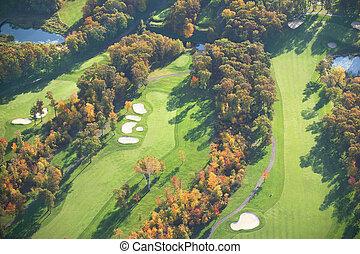 aerial udsigt, i, golf kurs, ind, efterår