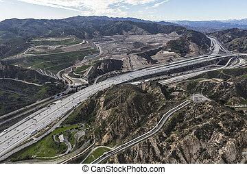 aerial udsigt, i, gylden, stat, 5, motorvej, ind, den, newhall, passerseddel, ind, los