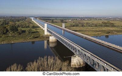 aerial udsigt, i, magdeburg, vand, bro