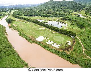 aerial udsigt, i, smukke, golf kurs