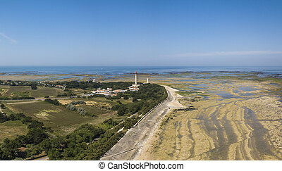 Aerial view of Baleines lighthouse at low tide