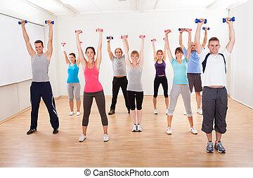 aerobics, stand, het uitwerken, met, dumbbells