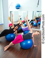 aerobio, pilates, mujeres, grupo, con, estabilidad, pelota