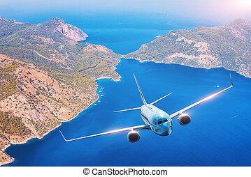 aeroplano, è, volando, isole, e, spiaggia, a, tramonto, in, estate
