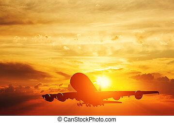 aeroplano decolla, a, sunset., silhouette, di, uno, volare, passeggero, o, aereo carico, linea aerea