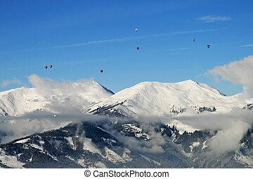 aerostatica aria calda, sopra, il, cime, di, nevoso, montagne