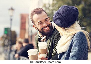 afbeelding, het tonen, vrolijke , jong paar, datering, in de stad